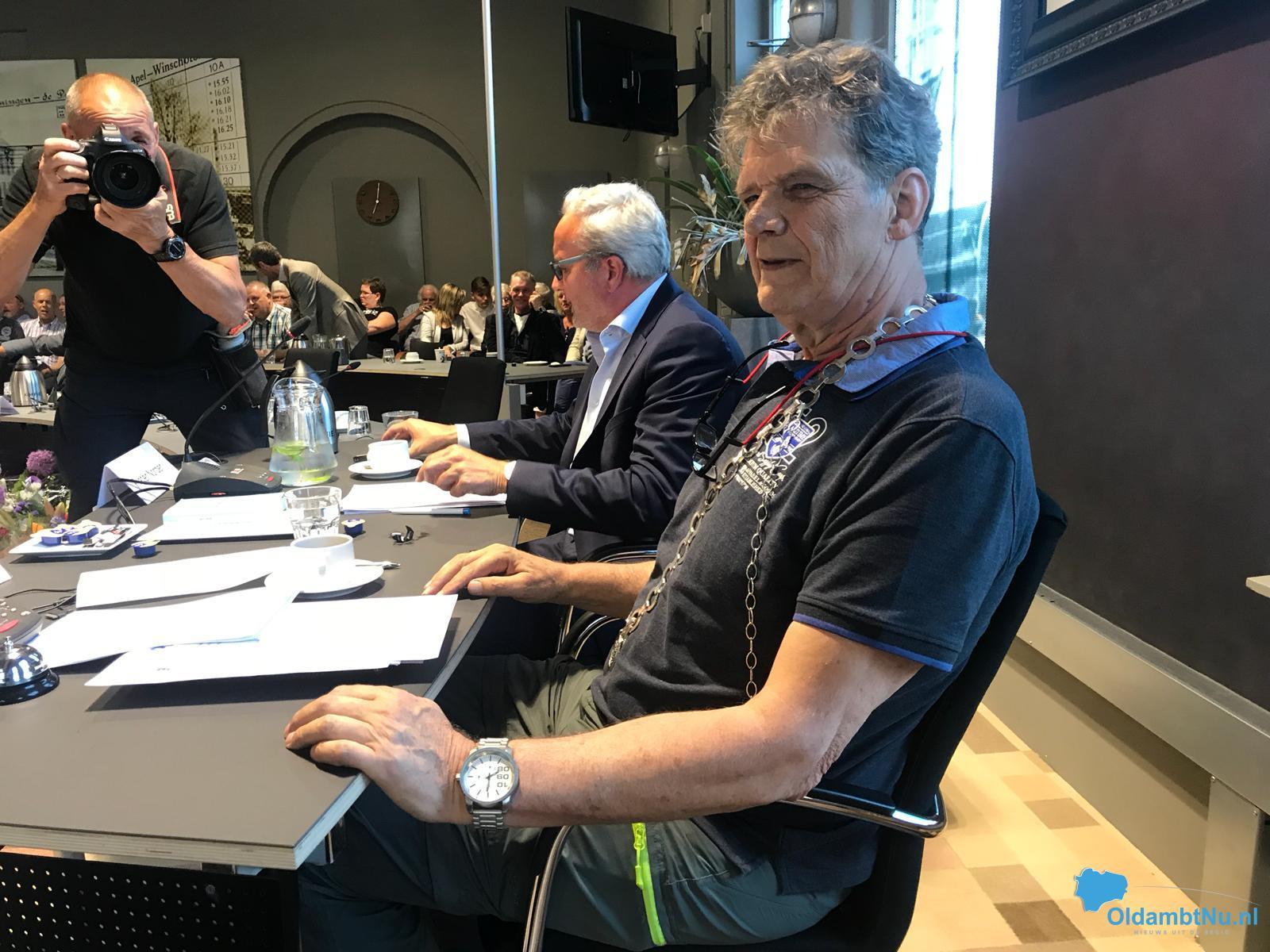 De raad herdenkt burgemeester Pieter Smit met luid applaus